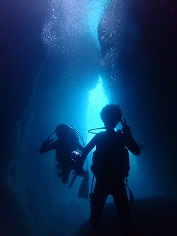 黄金崎の洞窟