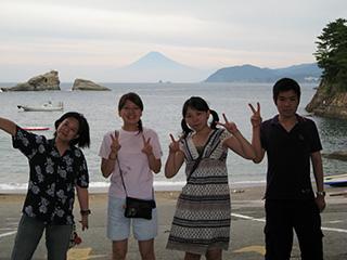 雲見から見る富士を背景に