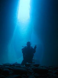 牛着岩の洞窟にて